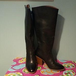 Black back zip tall boots stacked heel. EUC!